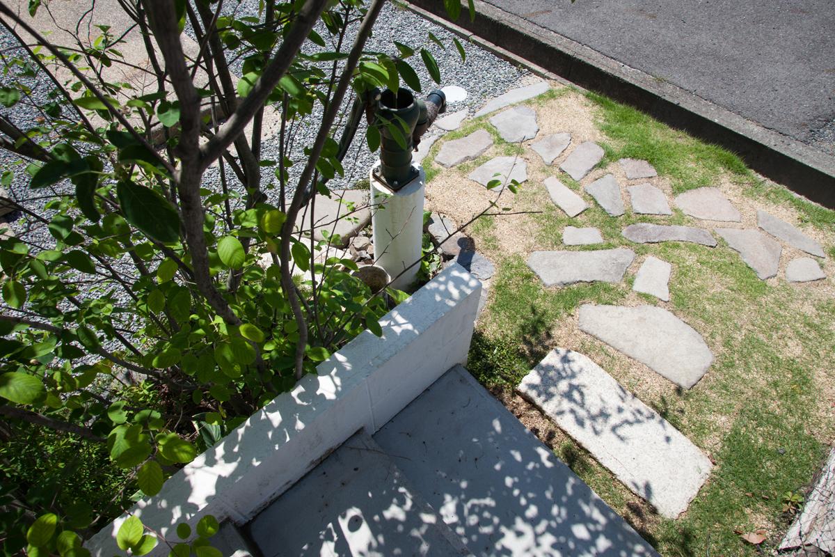 庭園設計・施工・管理|手押しポンプのある前庭|MO邸フロントガーデンリフォーム(滋賀県大津市)